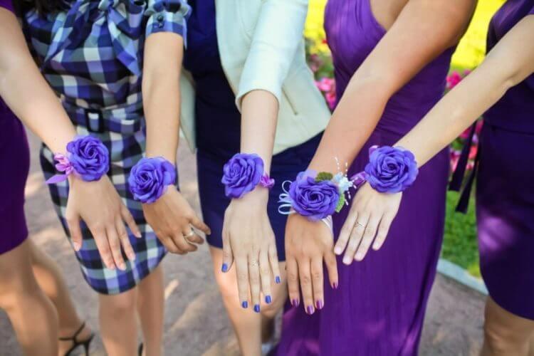Что одевают на руку подружкам невесты своими руками