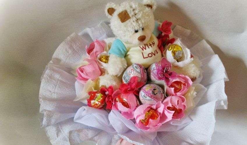 Свадебный букет из игрушек и конфет