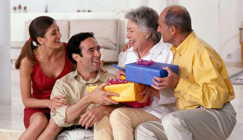Что на новый год подарить родителям мужа