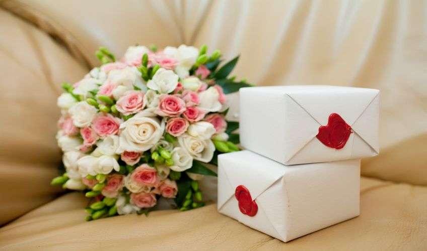 Прикольные подарки на свадьбу молодоженам: идеи и фото 53
