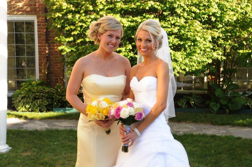 Платья и прически для свидетельницы на свадьбу