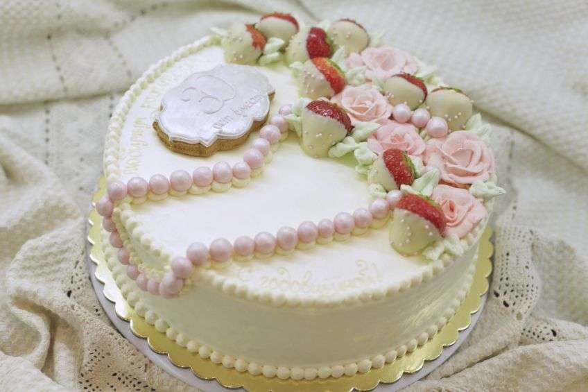 Потрясающий торт на жемчужную годовщину