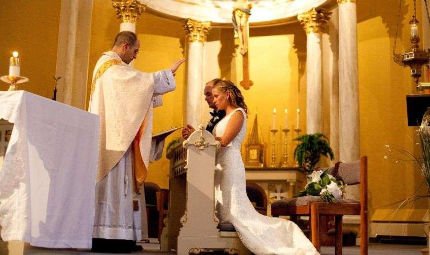 Венчальная церемония в церкви