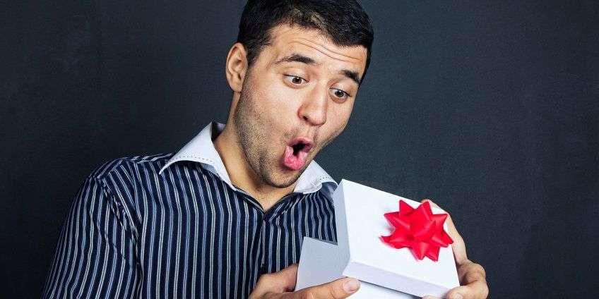 Что дарить мужчине на 16 лет
