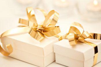 Что дарят на золотую свадьбу