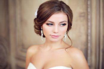Нежная свадебная прическа