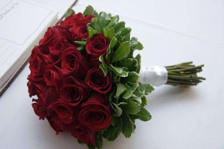 Букеты, свадебный букет красных роз